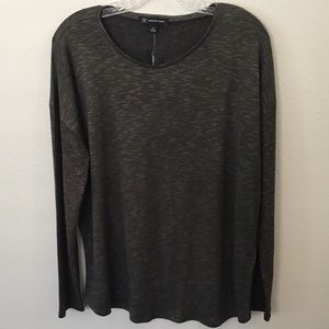 INTERNATIONAL CONCEPTS OLIVE LONG SLEEVE TEE : M